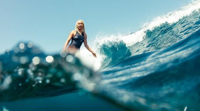 cait-miers-foto-surf.jpg
