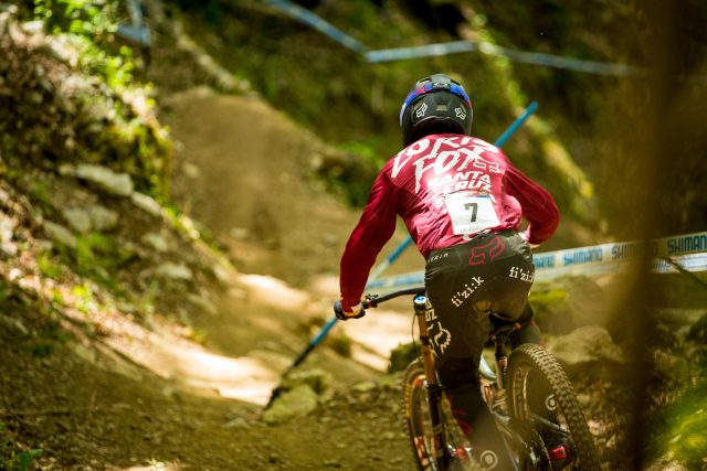 Loris Vergier in gara a Lourdes, prima tappa World Cup DH 2017