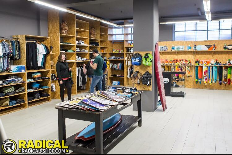 Milano  lo Yoga incontra il surf da Radical Shop - 4ActionSport cc38ed1316c