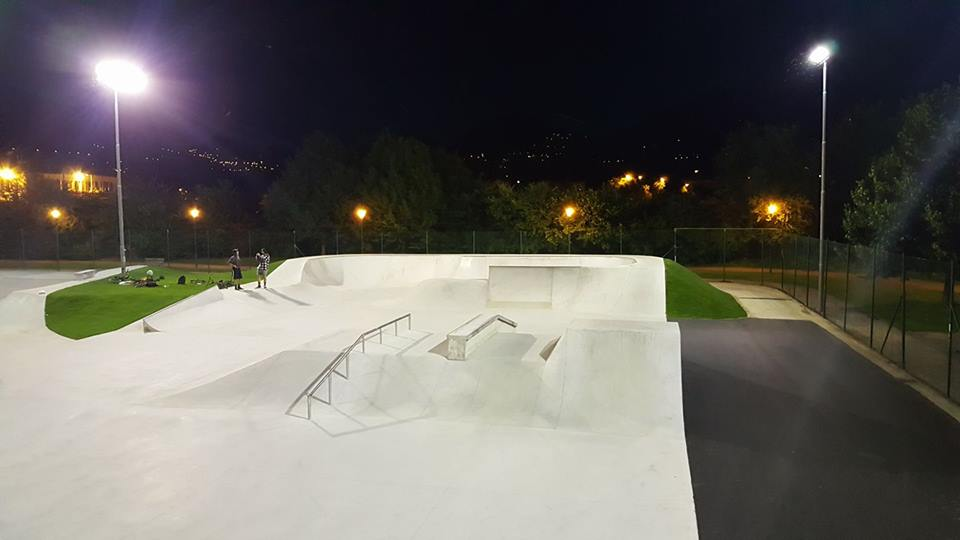 trento-skatepark-night