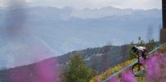 Duncan Mason immerso in un paesaggio da cartolina