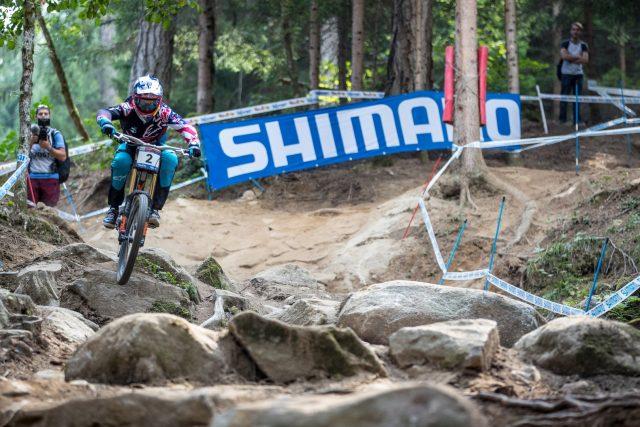 Aaron Gwin vince le qualifiche in Val di Sole - foto: Michele Mondini