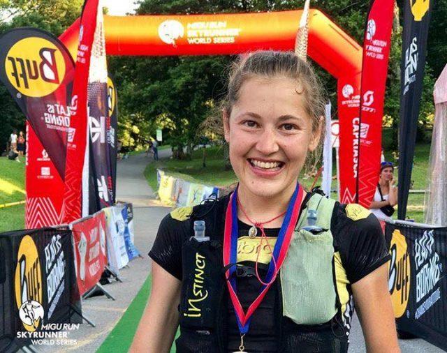 YULIA BAIKOVA sorridente all'arrivo di una competiziYULIA BAIKOVA sorridente all'arrivo di una competizione, sarà protagonista anche allUTMBone