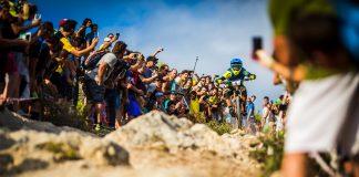 La folla assiepata lungo la PS DH Men, un classico di Finale Ligure