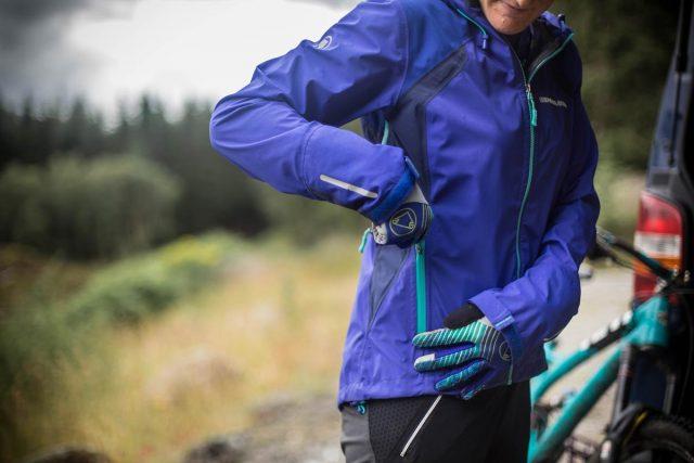 Anna Riddel indossa Women's MT500 Jacket II