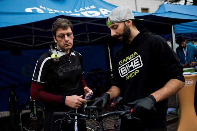 Setup della bici prima di partire - foto: Miha Matavz