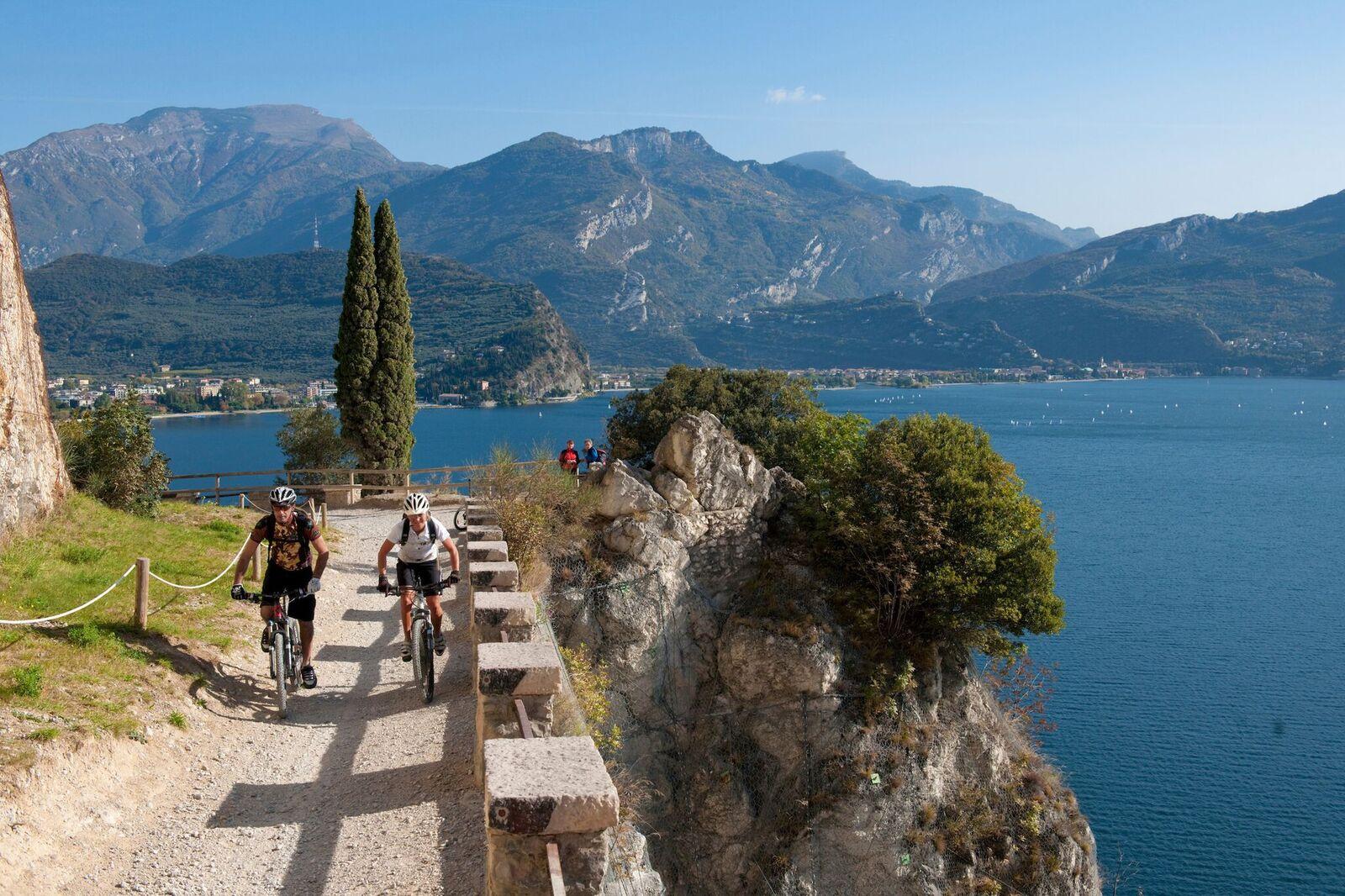 La Ponale è il sentiero più famoso e frequentato del Garda Trentino (Photo Garda Trentino Spa)