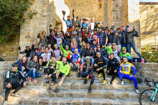 Foto di gruppo a fine Red Bull Finger Cross - Foto: Photografen