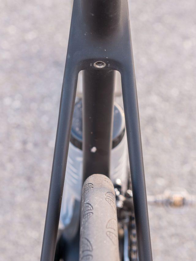 Ampio passaggio ruota posteriore, e focus sul serraggio integrato del reggisella