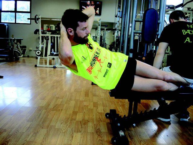 Training addominali: A sbalzo - posizione alta