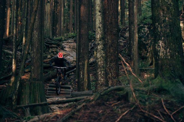Wade Simmons in azione nel North Shore di Vancouver