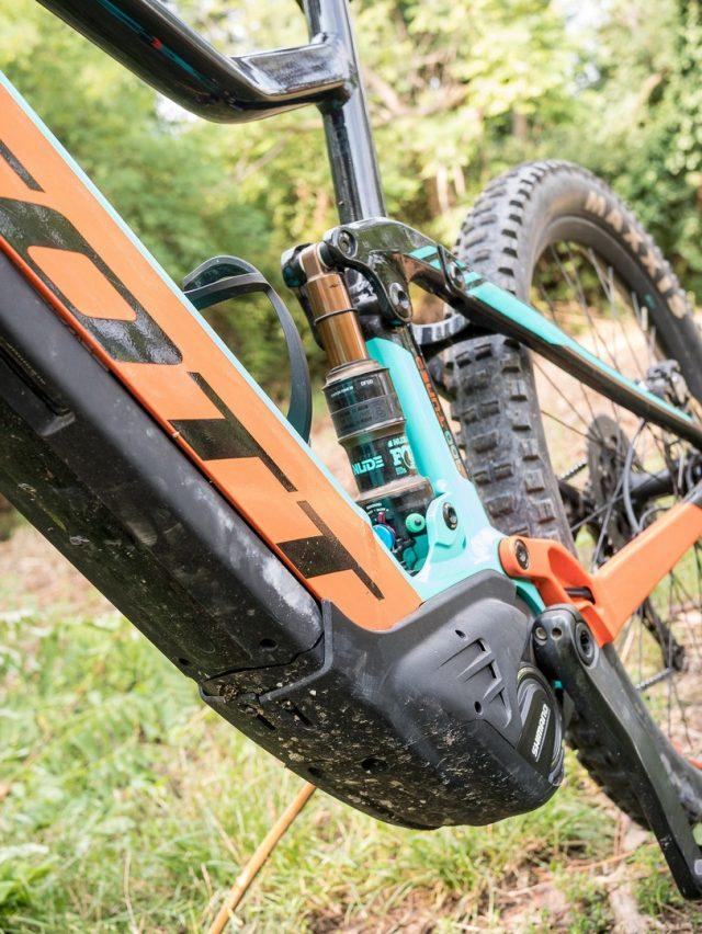 Motore e batteria Shimano Steps E8000 perfettamente integrati nel telaio