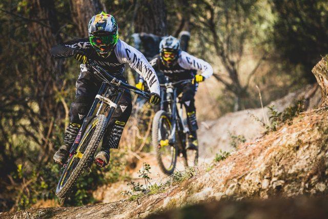 Il team Canyon Factory Downhill in allenamento - foto: Boris Beyer