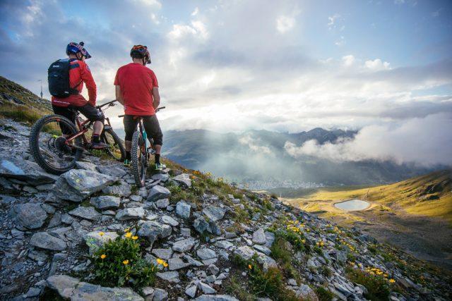 Ammirando gli splendidi panorami alpini dei Grigioni