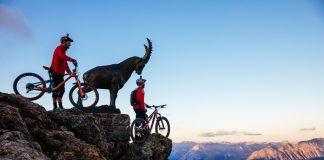 A picco sulle profonde vallate dell'Engadina, spot che ruota intorno a St. Moritz