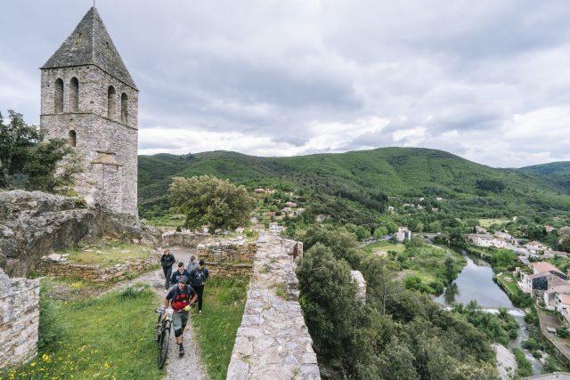 Partenza nel borgo medievale per la PS4