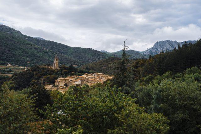 Vista sul borgo medievale di Olargues, centro nevralgico delle operazioni