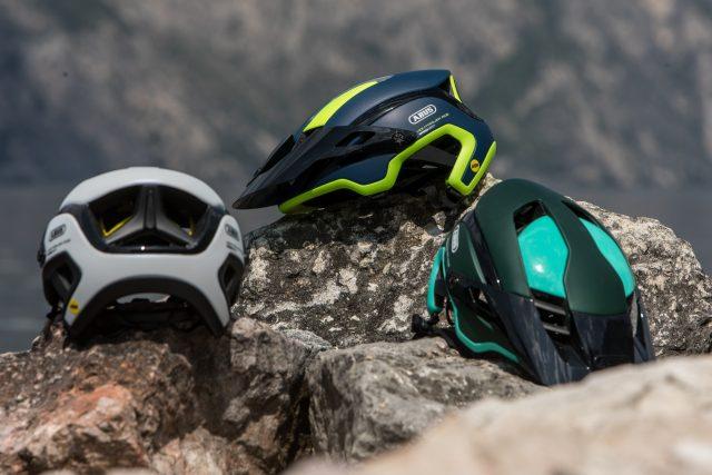 Le tre colorazioni disponibili: Smaragd Green, Velvet Black, Polar White, Midnight Blue