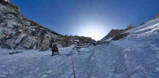 Malcolm Bass, Paul Figg e Guy Buckingham hanno effettuato la prima salita di Janhukot (6805 m) nel Garhwal Himalaya in India.