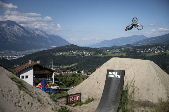 Brett Rheeder sul secondo gradino del podio al Crankworx di Innsbruck