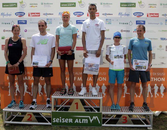 Il podio al gran completo, sia maschile, che femminile.