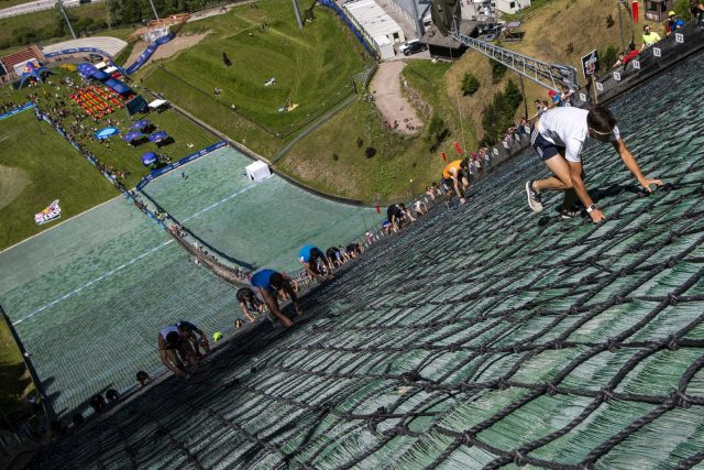 La vertigine del Red Bull 400 nello scatto di Olaf Pignataro