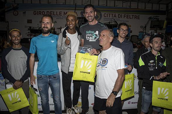Gabriele De Nard splendido vincitore assoluto del Feltre Urban Trail sul podio insieme allo special guest Yeman Crippa