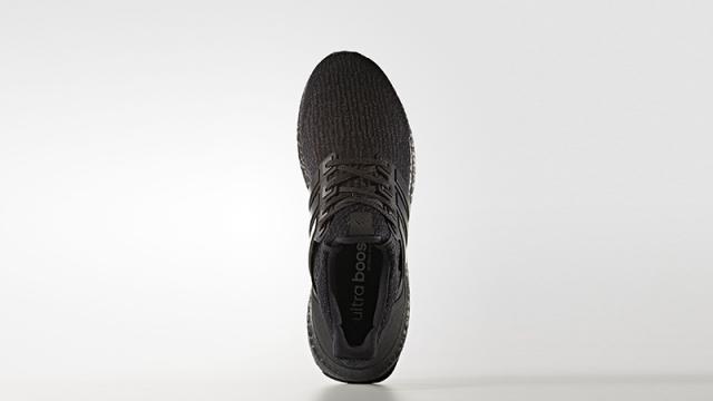 La particolare forma della conchiglia posteriore delle nuove adidas ULTRABOOST Triple Black, per un comfort sempre al top