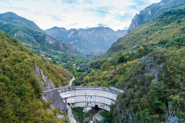 Una delle dighe che minacciano la regione dei Balcani, oggetto del progetto BLUE HEART di PATAGONIA