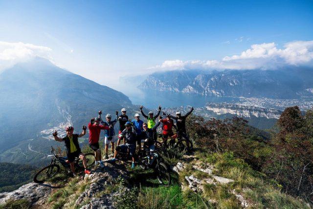 Vista epica a picco sul Lago di Garda