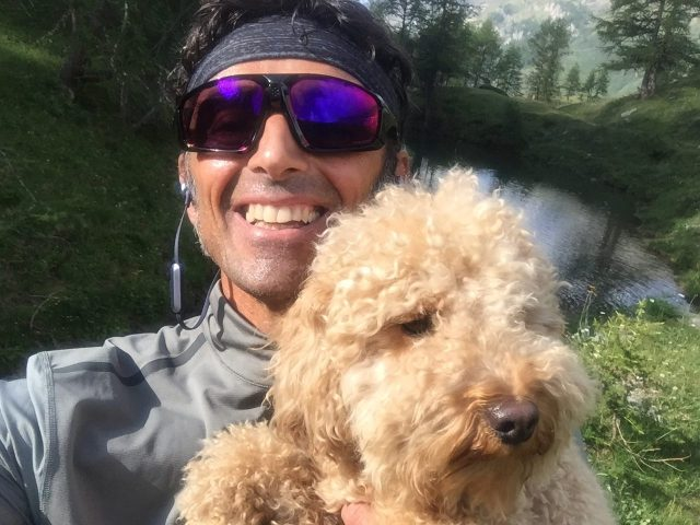 """Pesca in fase """"meritato riposo""""tra i prati di Cervinia quest'estate, dopo una sgambata con oltre 500 metri di D+...alla faccia del cane..."""