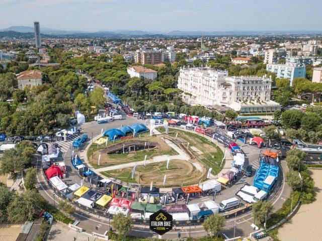 Il Parco Fellini con il Grand Hotel sulla destra
