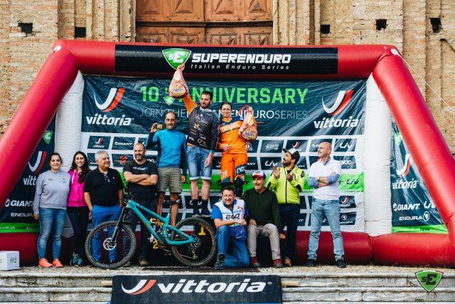 I campioni Superenduro 2018, Nicola Casadei e Laura Rossin, vincenti a Priero