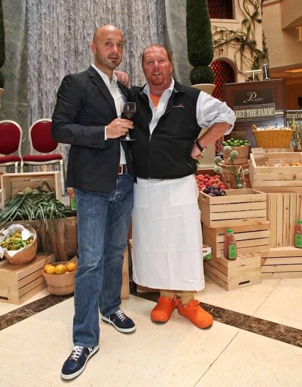 A sinistra Joe Bastianich, in compagnia di Mario Batali. Il grande chef internazionale è rpotagonista anche a LAS VEGAS con uno dei suoi incredibili ed esclusivi ristoranti