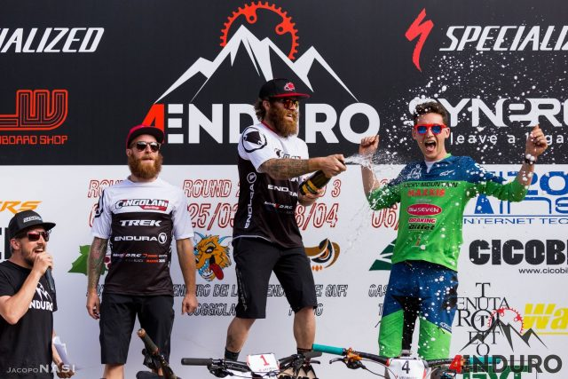 I fratelli Lupato sul podio con Simone Martinelli