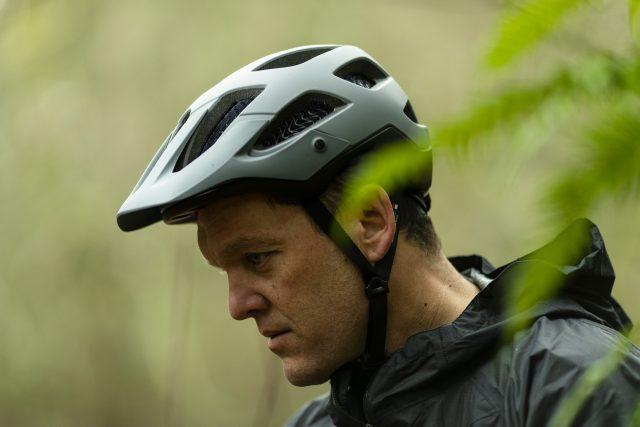 Andrew Shandro indossa il casco Bontrager Blaze WaveCel