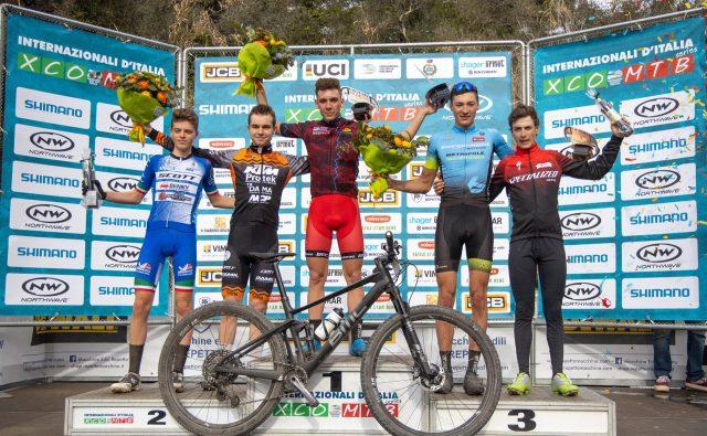 Il podio della gara Uomini Junior: al centro il vincitore Luca Martin