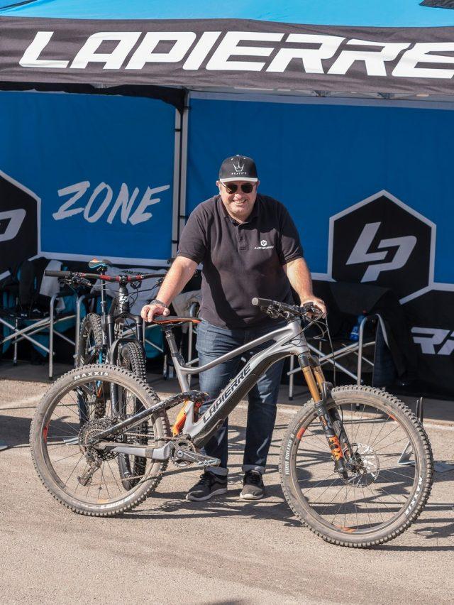 Romano Favoino di R11 con la Lapierre e-Zesty AM LTD Ultimate motorizzata Fazua