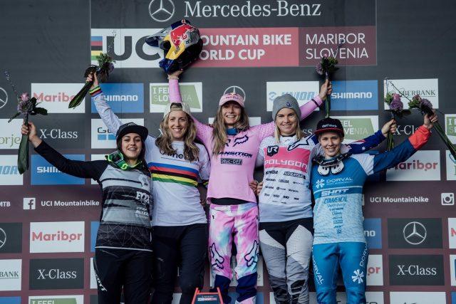 Il podio femminile di Maribor: Marine Cabirou 4^, Rachel Atherton 2^, Tahnee Seagrave 1^, Tracey Hannah 3^, Monika Hrastnik 5^
