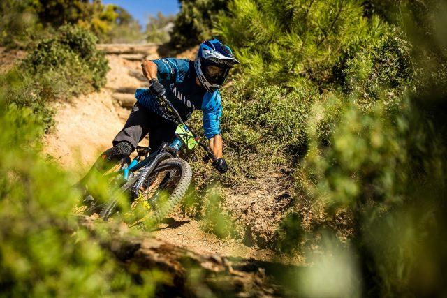La nuova enduro Canyon Strive in azione sui trail di Finale Ligure