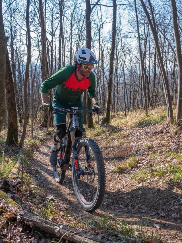 Questa Lapierre eZesty AM è una eBike molto piacevole da pedalare e guidare anche in salita