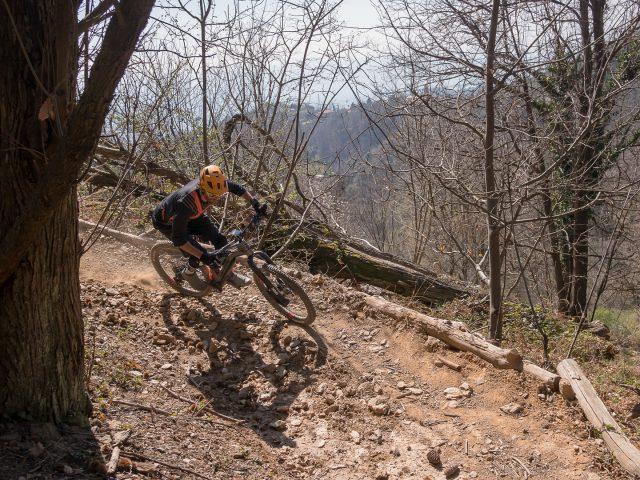 In curva, sui trail del Monte Gazzo