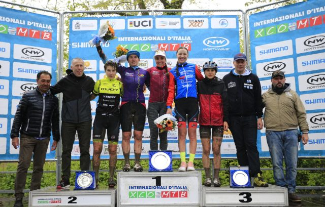 Il podio della gara Open Donne: al centro la leader della categoria U23 Martina Berta, la leader della Classifica Generale Lechner e Vera Medvedeva