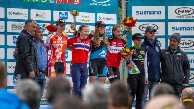 Il podio della gara Junior Femminile: al centro la vincitrice Mona Mitterlwalner