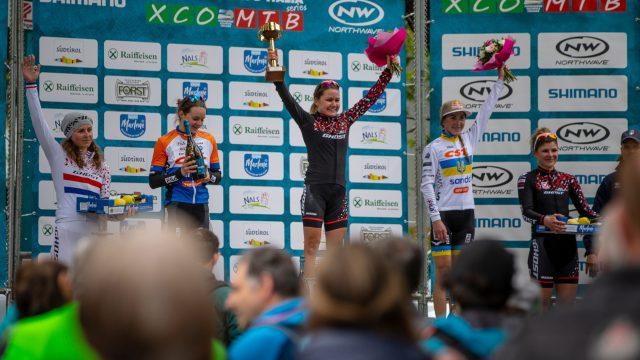 Il podio della gara Open Donne: Da sinistra: Anne Terpstra, Anne Tauber, la vincitrice Sina Frei, Yana Belomoina e Lisa Pasteiner