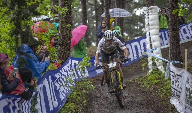 Il Campione del Mondo e Olimpico Nino Schurter in azione nella terza tappa di Internazionali d'Italia Series