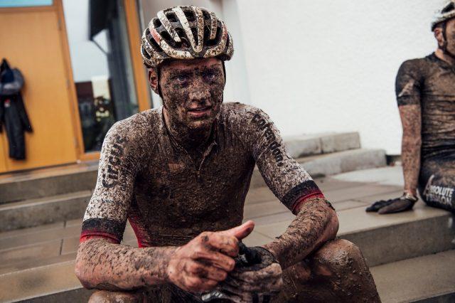 Van der Poel, una maschera di fango dopo la competizione XCO dove è arrivato 2°