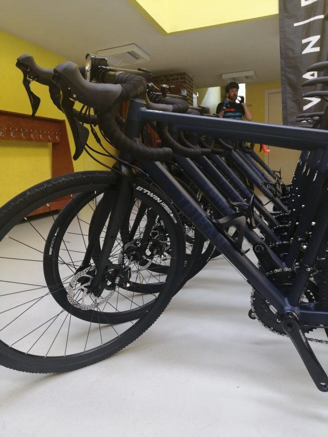 La flotta di bici Triban RC 520 al bike test organizzato al Parco di Monza