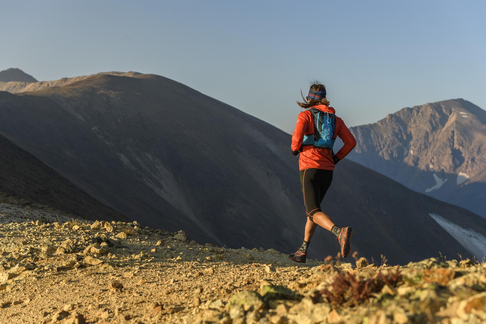 Anton Krupicka, atleta Ultimate Direction, in azione tra le sue montagne