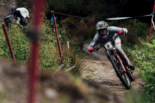 Amaury Pierron domina il fango di Fort William